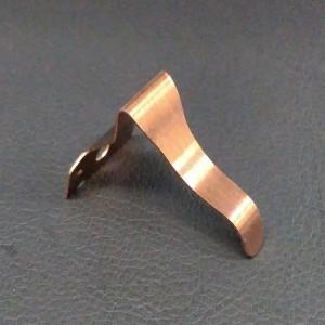 小型ダウンライト用の板バネ (1)